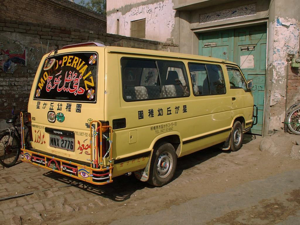 パーキスターンで活躍する日本の中古車