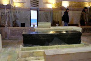 ティームールの墓石